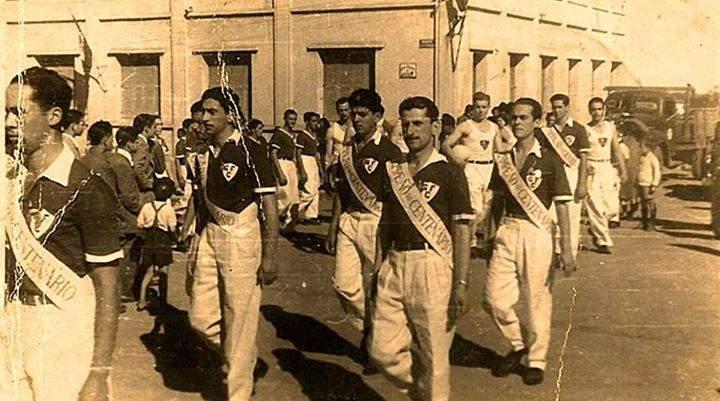 Desfile da equipe do Guarani no centenário da memorável