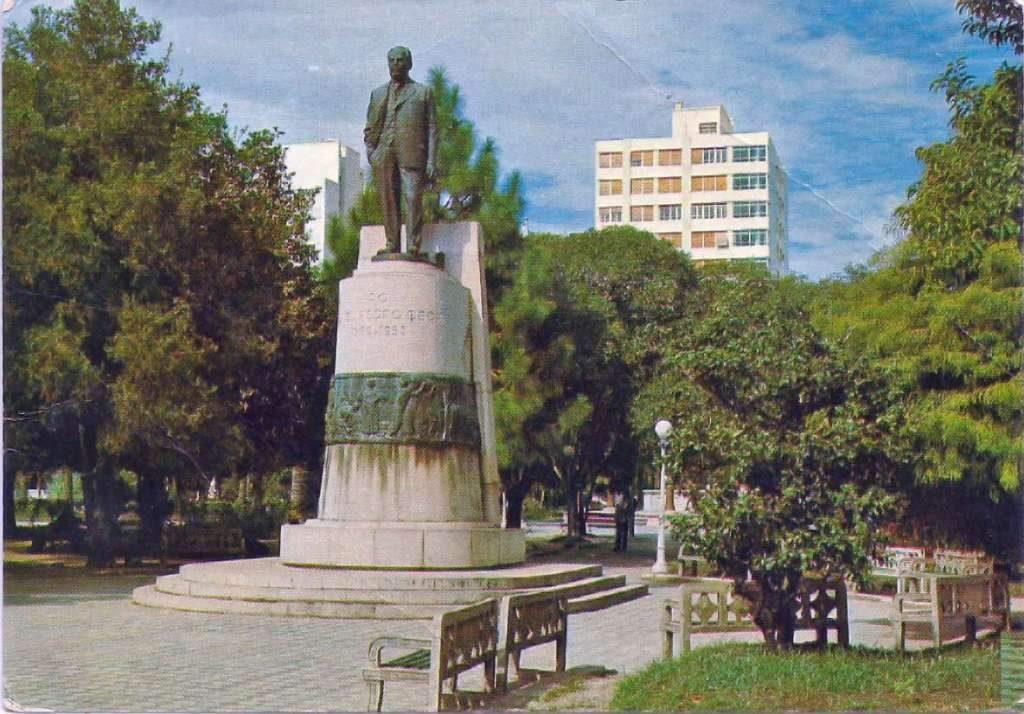 Pelotas Praça General Osório(acervo Derli Baltasar Castagna Paim) déc1970.
