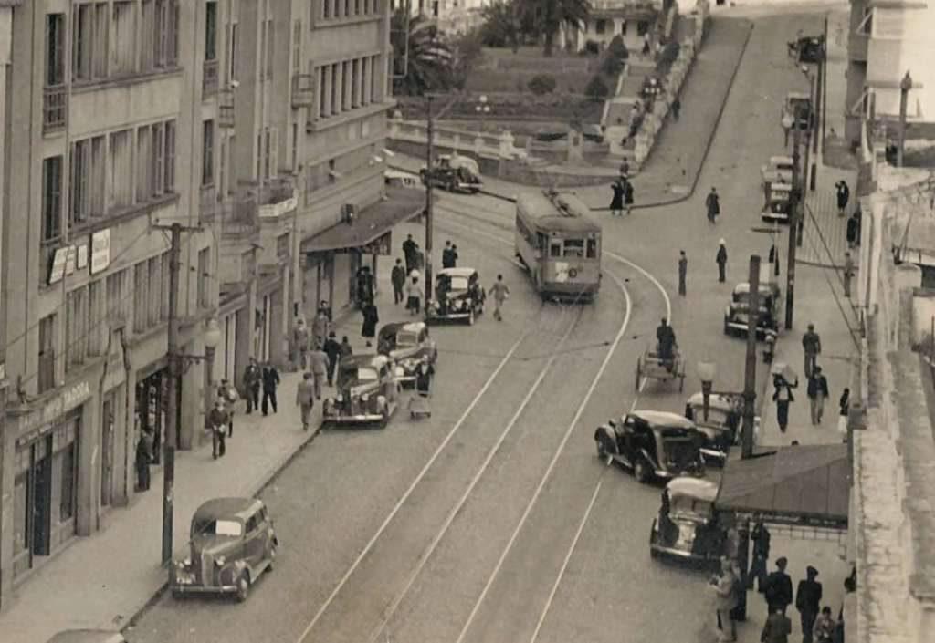 Porto Alegre - Rua e Praça Otávio Rocha na década de 1940.