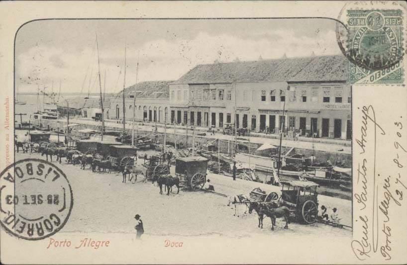 Porto Alegre - Postal da Doca ao lado do Mercado Público na década de 1900.