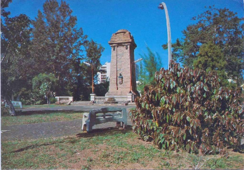 São Leopoldo Praça do Imigrante Centro de São Leopoldo Monumento do Imigrante(acervo Derli Baltasar Castagna Paim) déc1980.