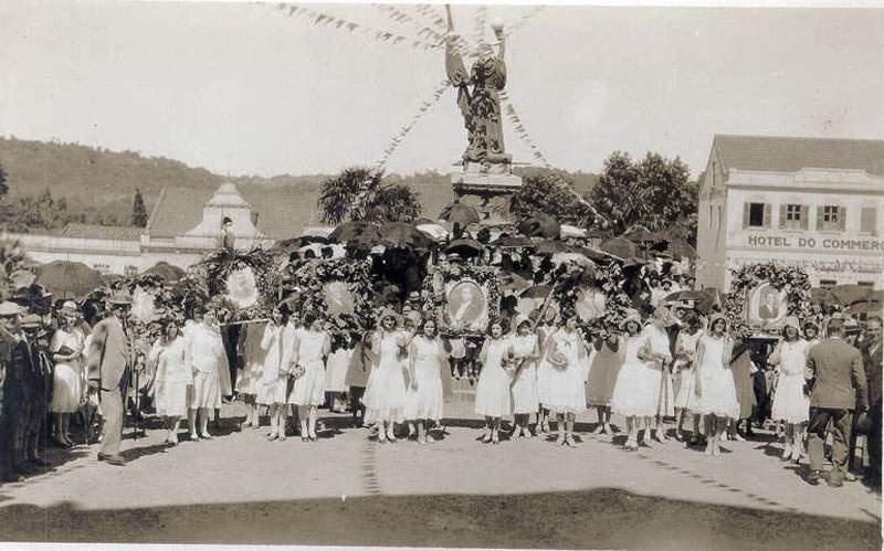 Santa Cruz Inauguração monumento centennário Independência Praça do Carvalho(atual Praça da Bandeira)(acervo Jonas Cervi Luzzani) 07-09-1922