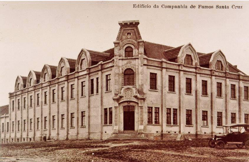 Santa Cruz Prédio Companhia de Fumos Santa Cruz na esquina das Ruas Ernesto Alves e Borges de Medeiros(acervo Jonas Cervi Luzzani)