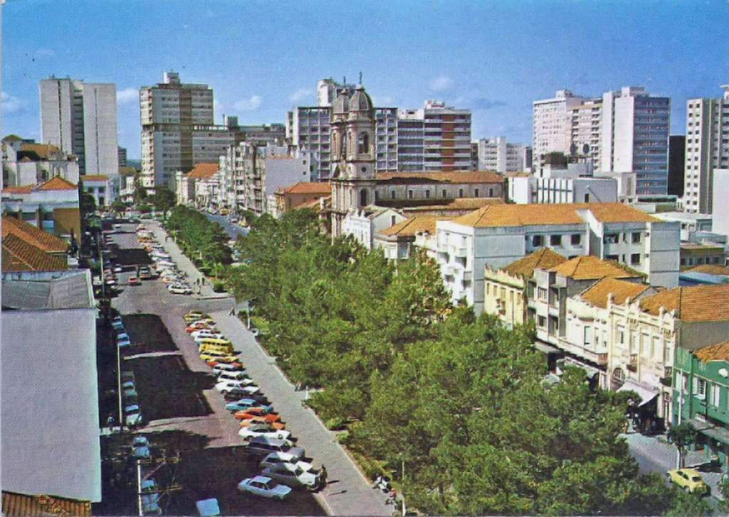 Santa Maria - Av Rio Branco Edifício Província e Taperinha (acervo Derli Baltasar Castagna Paim) déc1970.