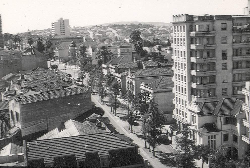Porto Alegre - Avenida Independência na década de 1950.