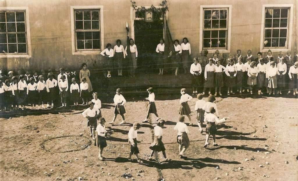 Bom Jesus - Atividade com crianças em escola na década de 1930.