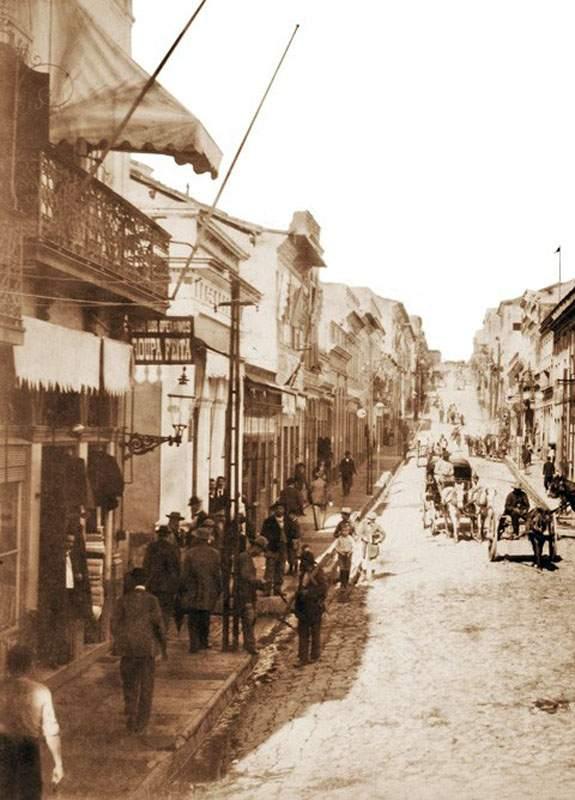Porto Alegre - Esquina do Beco do Rosário com a Rua Marechal Floriano em 1890.