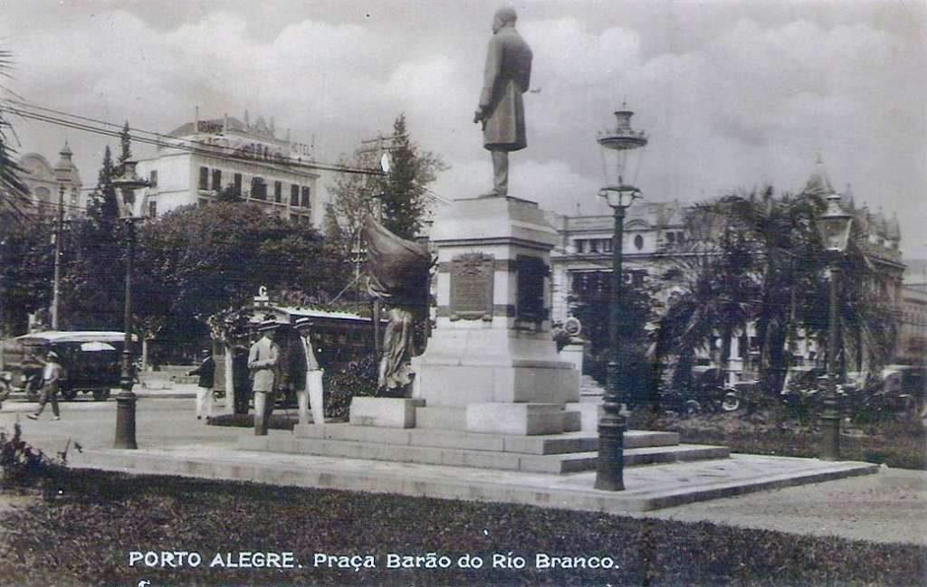 Porto Alegre - Praça Barão do Rio Branco(atual Alfândega) na década de 1930.