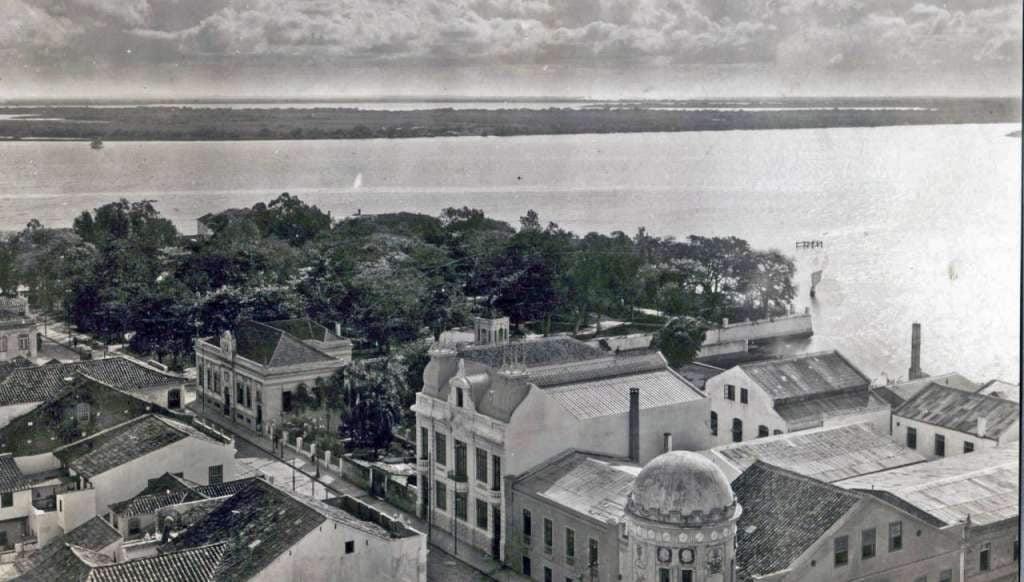 Porto Alegre - Praça da Harmonia vista do alto da Igreja das Dores no início do sécXX.