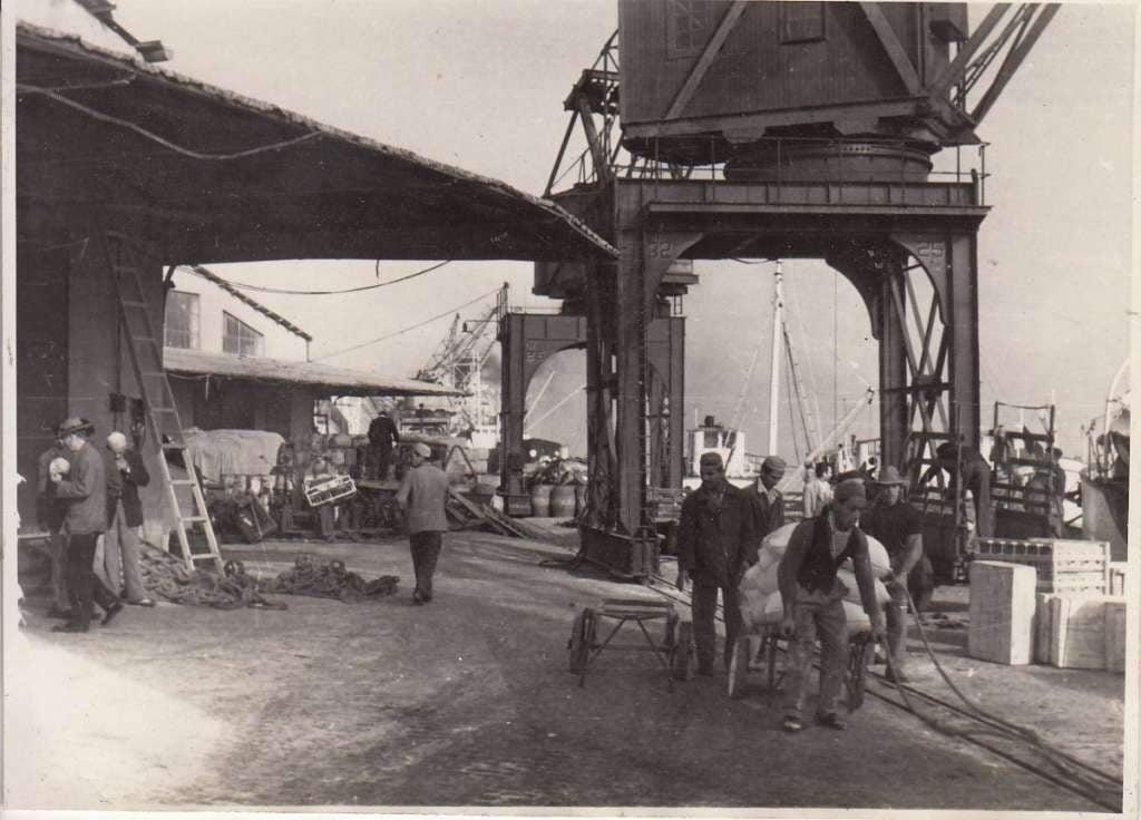 Porto Alegre - Trabalhadores no porto em 1953.