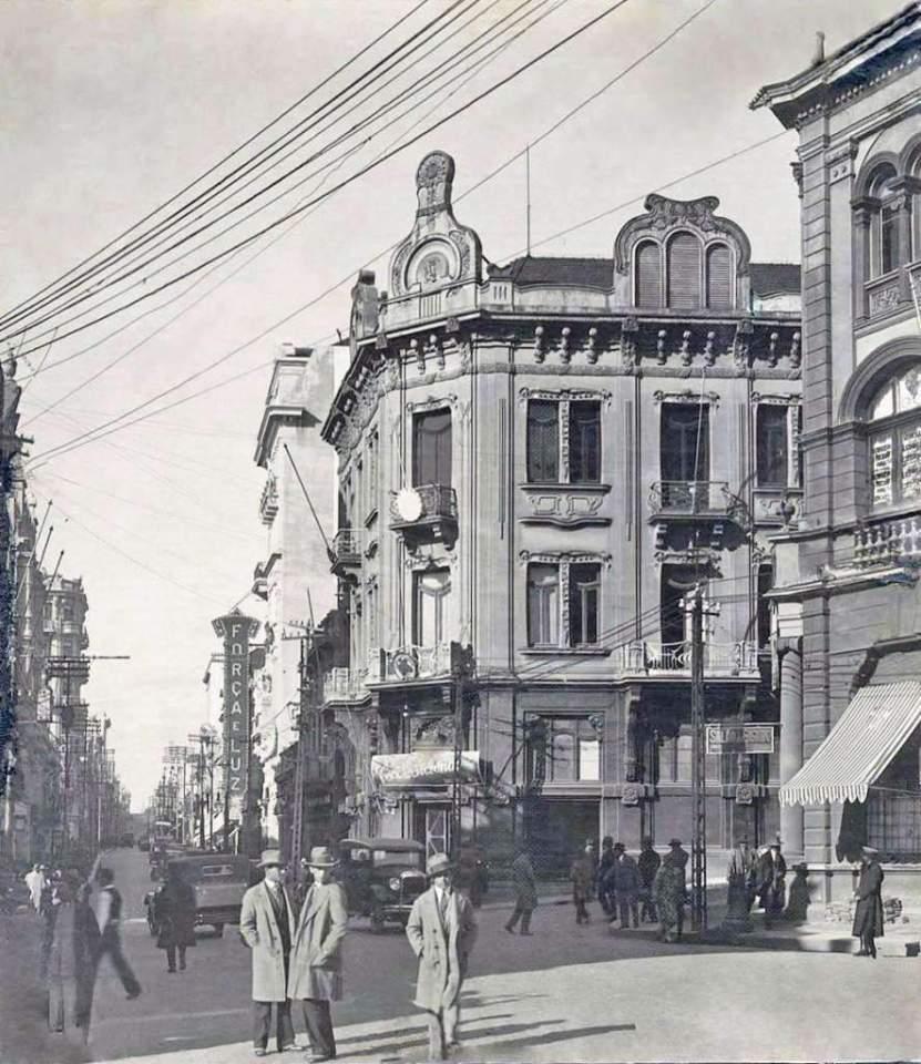 Porto Alegre - Rua da Praia (atual Rua dos Andradas) na década de 1930.