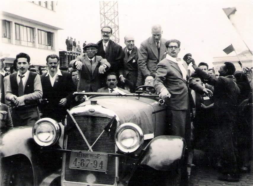Alegrete - Campanha política  do candidato a presidente Jânio Quadros que desfila em carro aberto junto a Juarez Távora, João Peres (jornalista local) e outras autoridades em 1960.