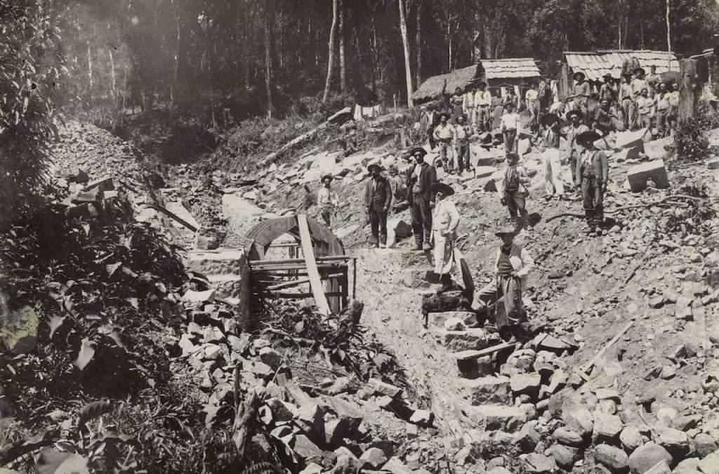 Caxias do Sul - Forqueta, abertura estrada de ferro e ranchos onde viviam os trabalhadores em 1909.
