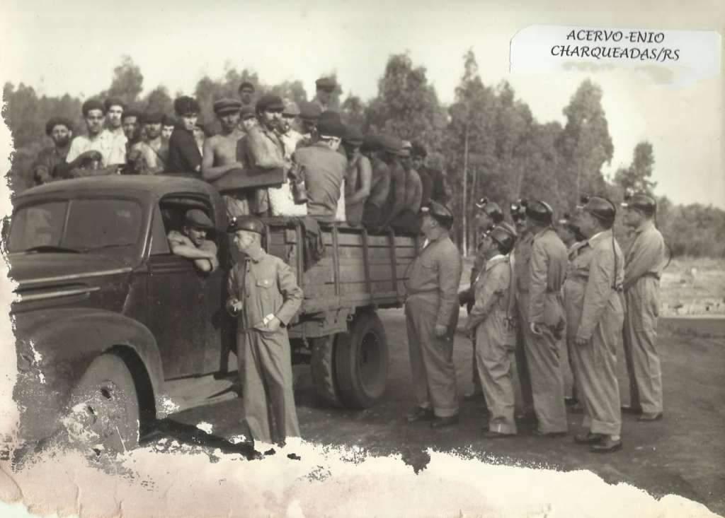 Charqueadas - Transporte coletivo em caminhão.