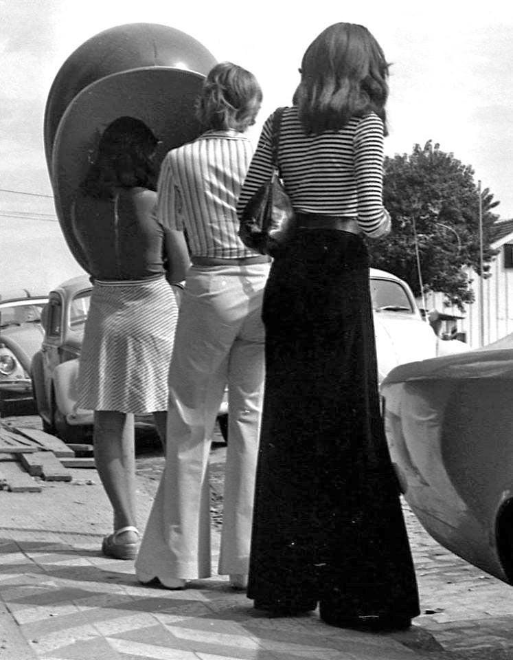 Porto Alegre - Fila no orelhão na Rua da Praia(Rua dos Andradas) em 19/04/1975.