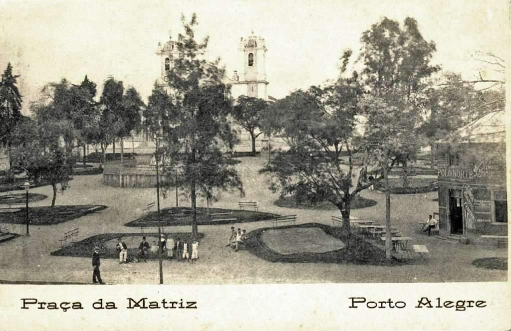 Porto Alegre - Praça da Matriz na década de 1920.