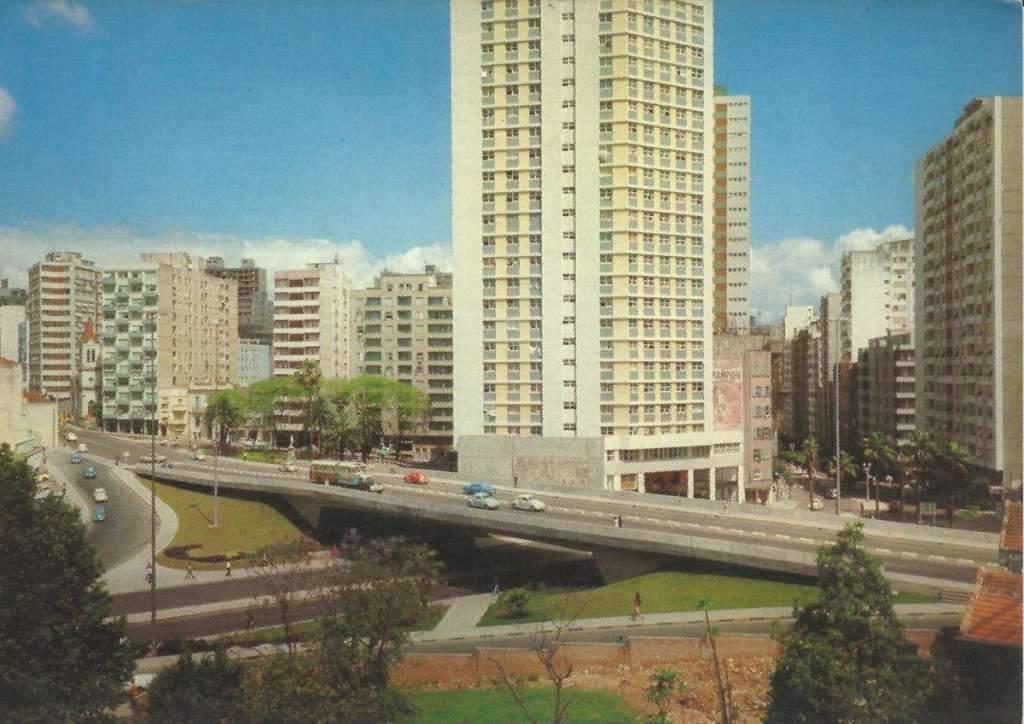 Porto Alegre - Postal do Viaduto José Loureiro da Silva na década de 1970.