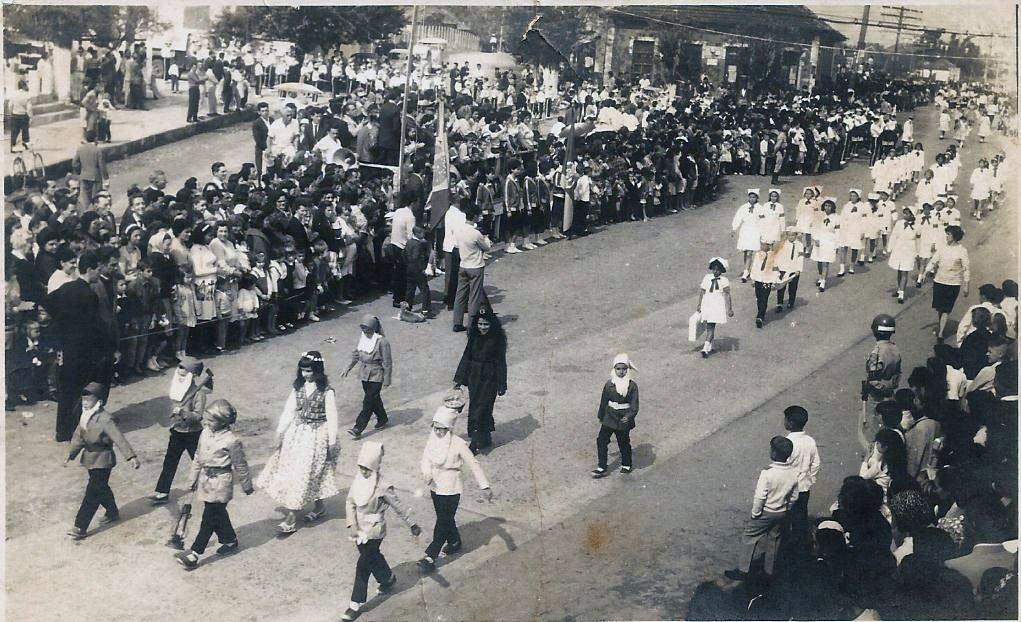 Sapucaia do Sul - Desfile de 7 de setembro no Bairro Centro - Grupo Escolar Três Portos em 1964.
