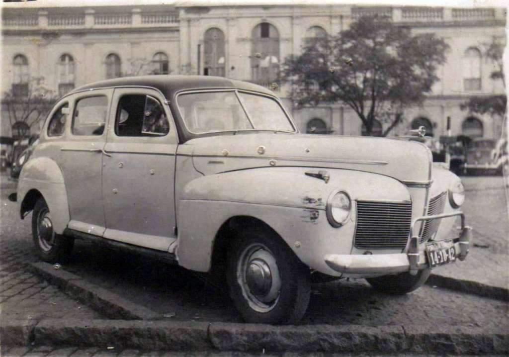 Porto Alegre Mercado Público Mercury 1941 de Ubirajara Menezes na década de 1950.