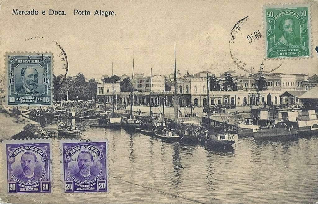 Porto Alegre - Postal Mercado Público e Doca na década de 1910.
