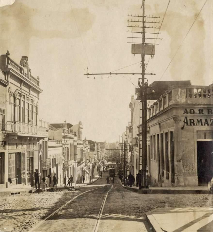 Porto Alegre - Rua da Praia (atual Andradas) com Senhor dos Passos em 1910.