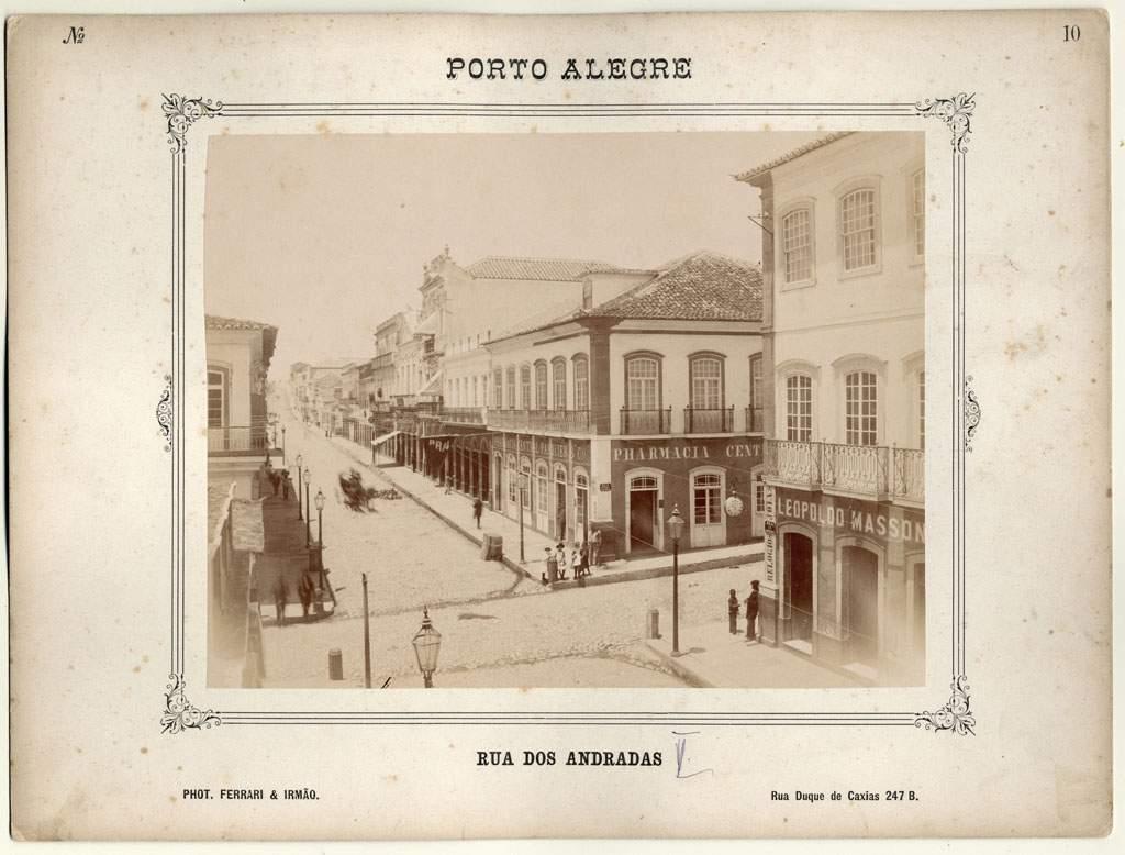 Porto Alegre - Rua dos Andradas, Casa Leopoldo Masson, Farmácia Central em 1888.