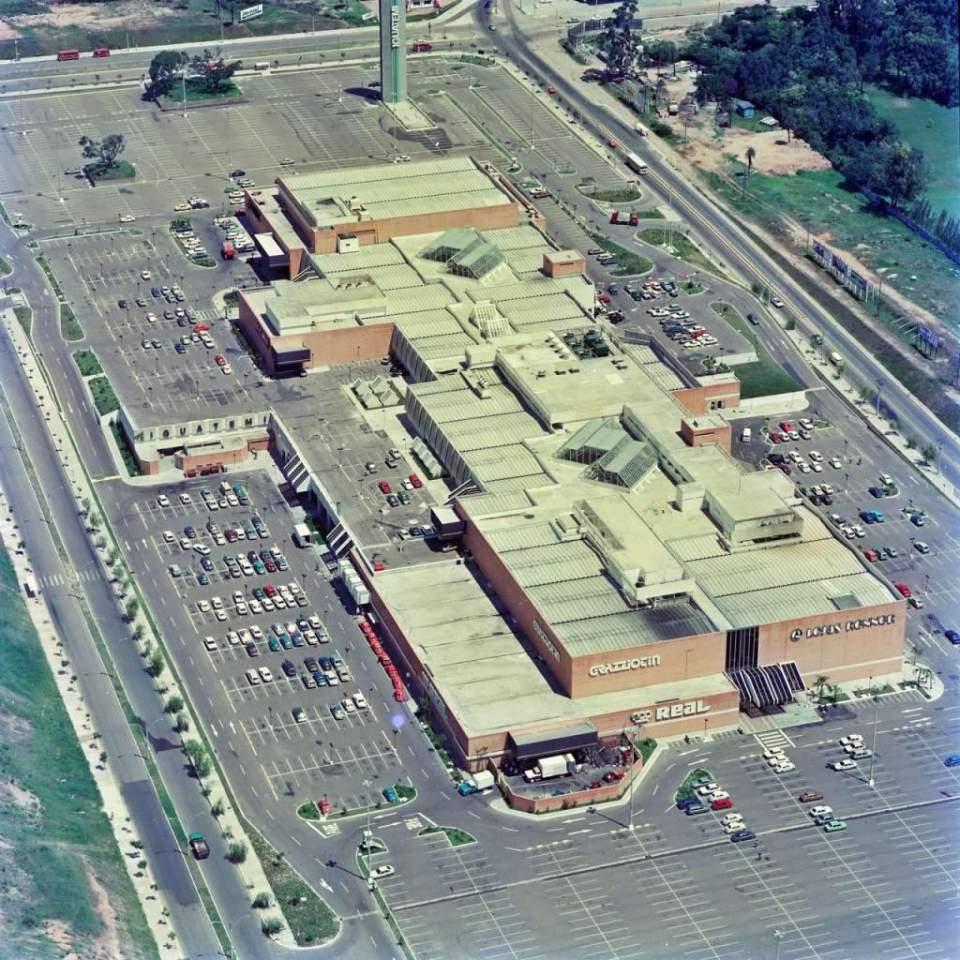 Porto Alegre - Shopping Iguatemi na década de 1990.