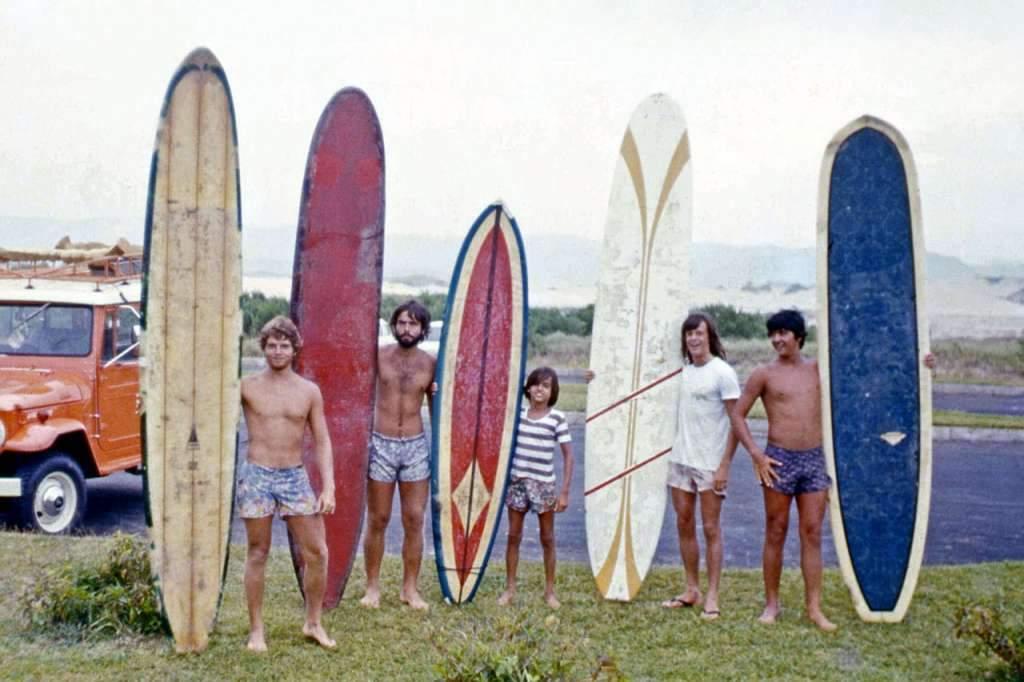 Torres - Surfe na Praia da Guarita na década de 1970.