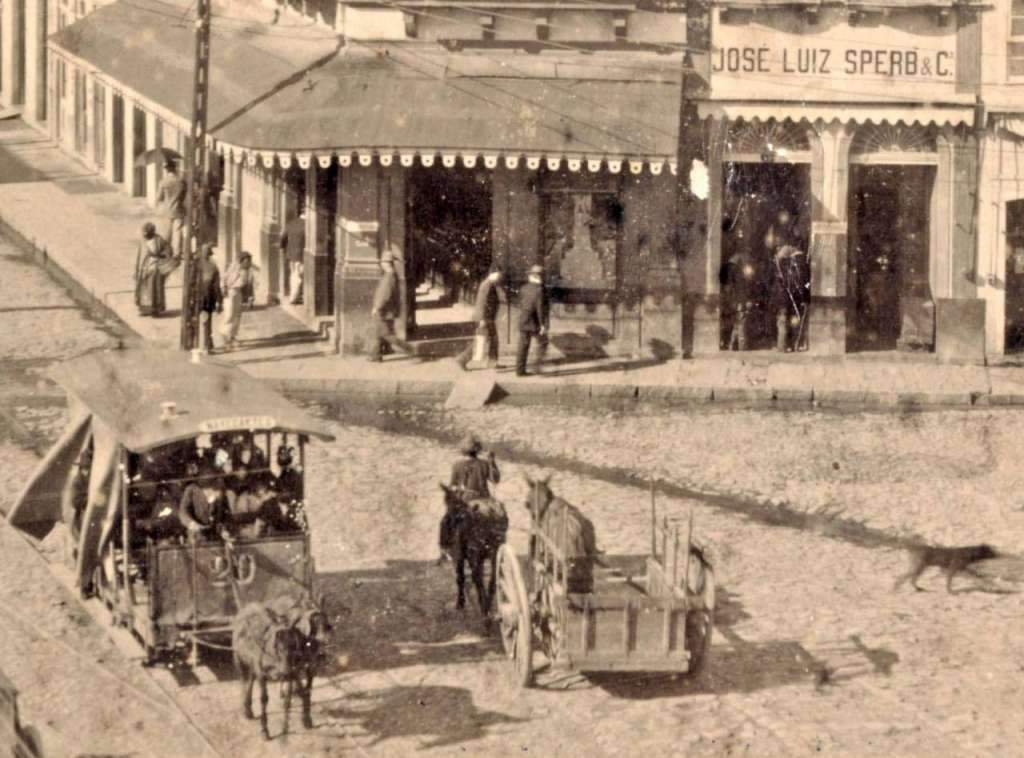 Porto Alegre - Esquina da Rua Voluntários da Pátria com Rua Marechal Floriano Peixoto na década de 1890.