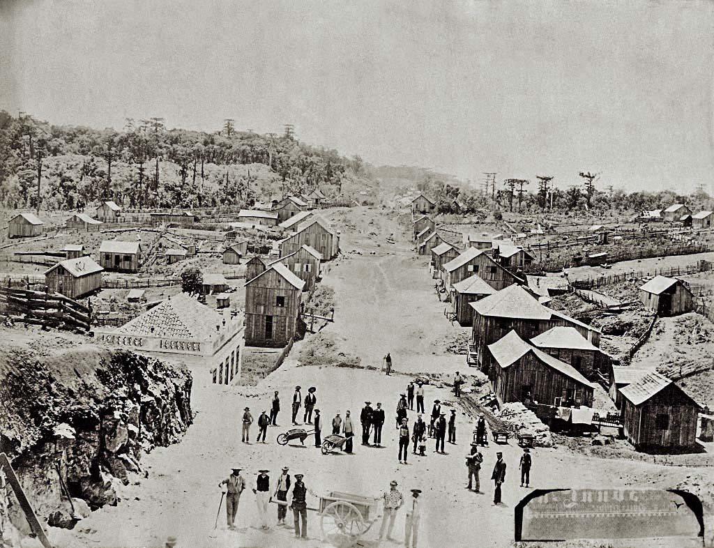Caxias do Sul -  Obras de nivelamento na Rua Silveira Martins(atual Av Júlio de Castilhos, entre as Ruas Andrade Neves e Vereador Mário Pezzi) no final do século XIX.