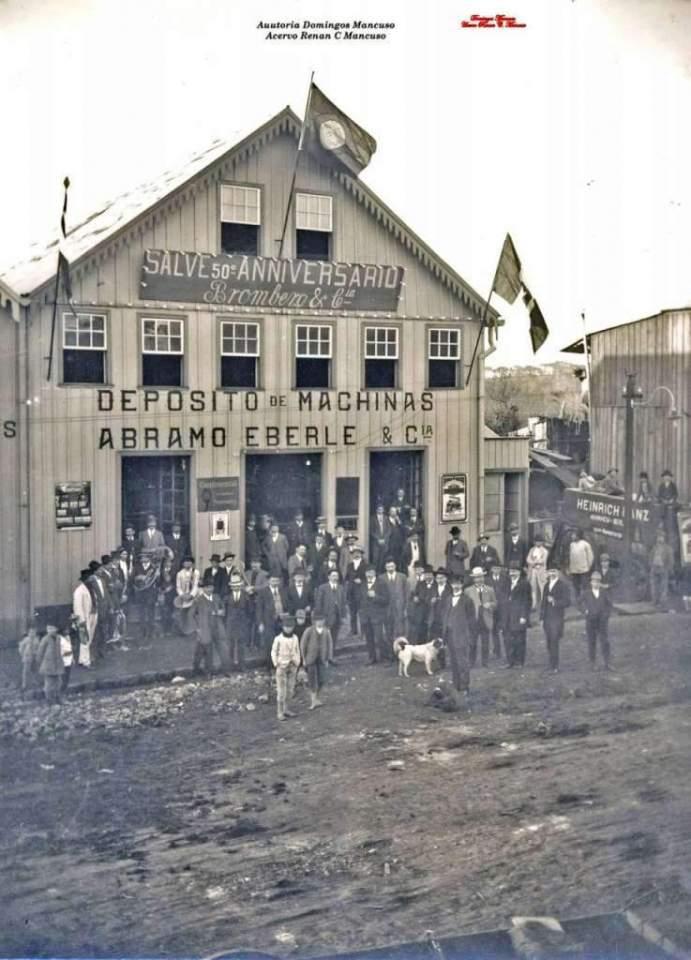 Caxias do Sul - Fachada do depósito de máquinas Abramo Eberle na Rua Sinimbu em 1912.