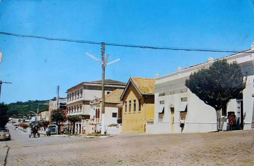 Guaíba - Postal da Rua 7 de setembro na década de 1960.