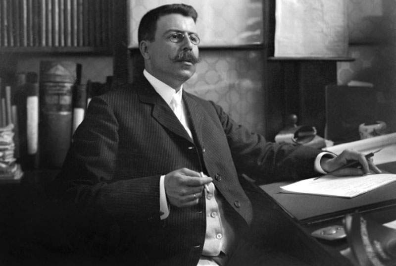 Luiz do Nascimento Ramos(LUNARA), fotógrafo do final do século XIX e início do XX  na Biblioteca em 1890.
