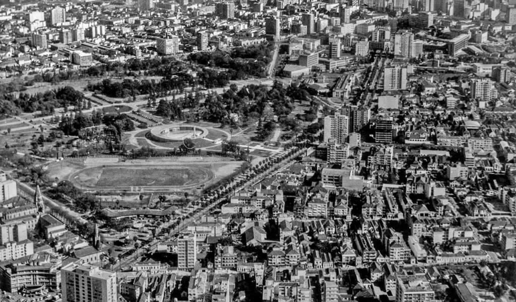 Porto Alegre - Bairro Bom Fim e Parque Farroupilha na  década de 1970.