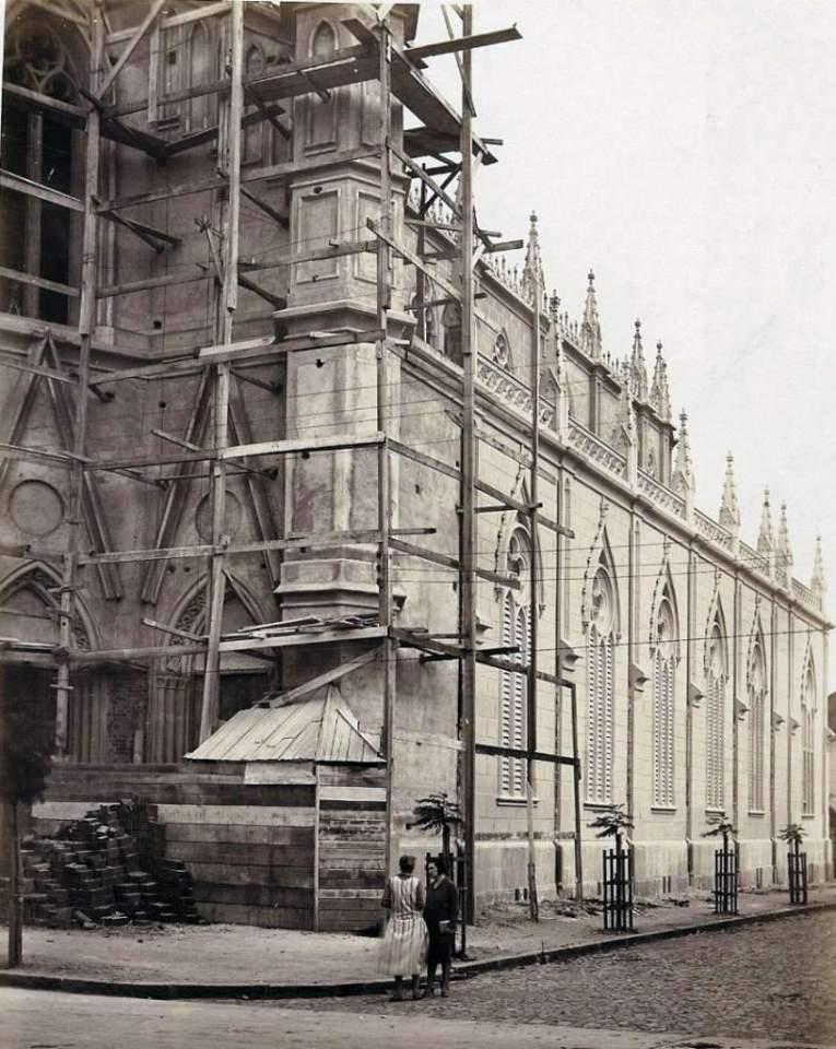 Porto Alegre - Construção da Igreja Santa Teresinha na década de 1920.