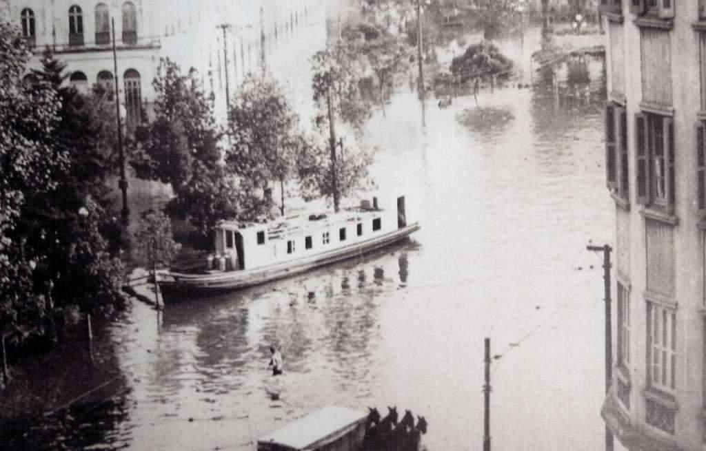 Porto Alegre - Enchente e barco em 1941.