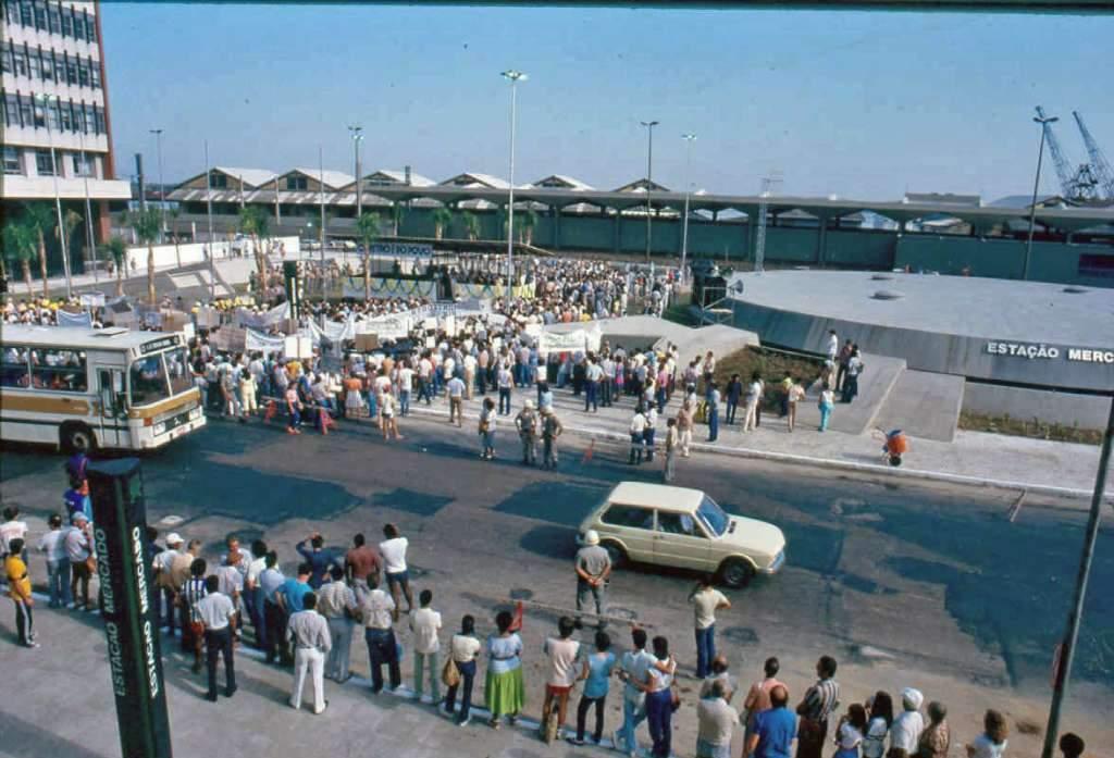 Porto Alegre - Inauguração do Trensurb, Estação Mercado  em 1985.
