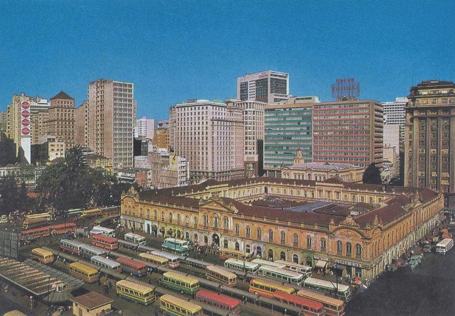 Porto Alegre - Postal Praça Parobé Ponto de ônibus na década de 1960.