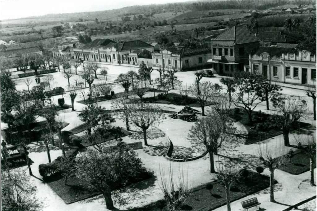 Gravataí - Praça Borges de Medeiros na década de 1930.