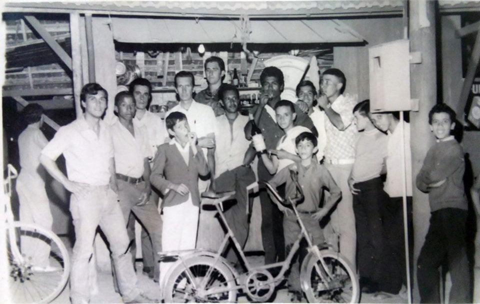 Guaíba - Buteco e armazém Rua Otávio Rocha(entre o bairro 35 e centro) em 1970. Fonte: acervo Anderson Devito.