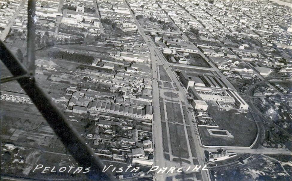 Pelotas - Vista aérea parcial na década de 1950.