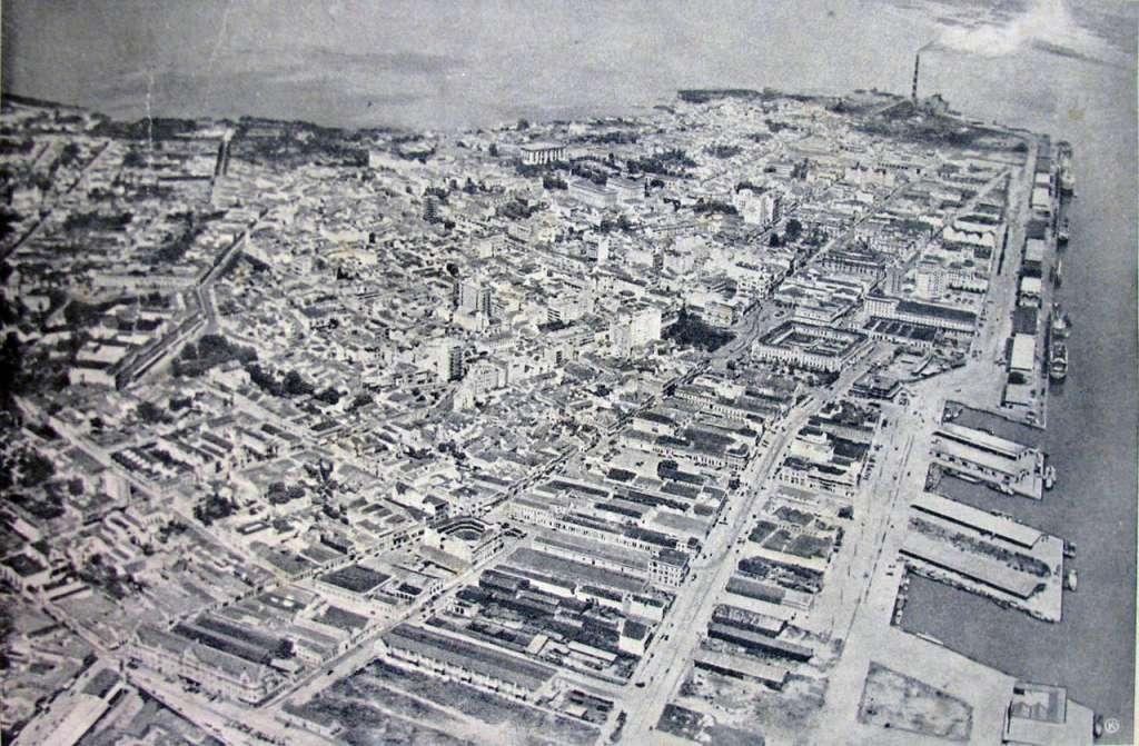 Porto Alegre - Vista aérea do centro na década de 1930.