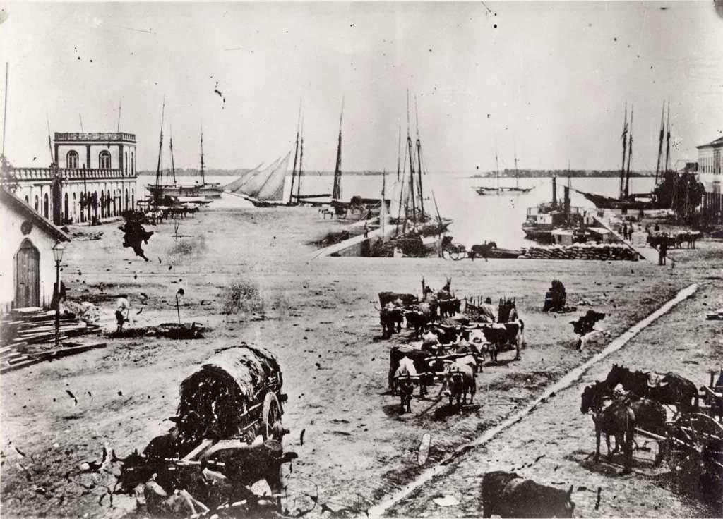 Porto Alegre - Docas do Mercado Público na década de 1860.