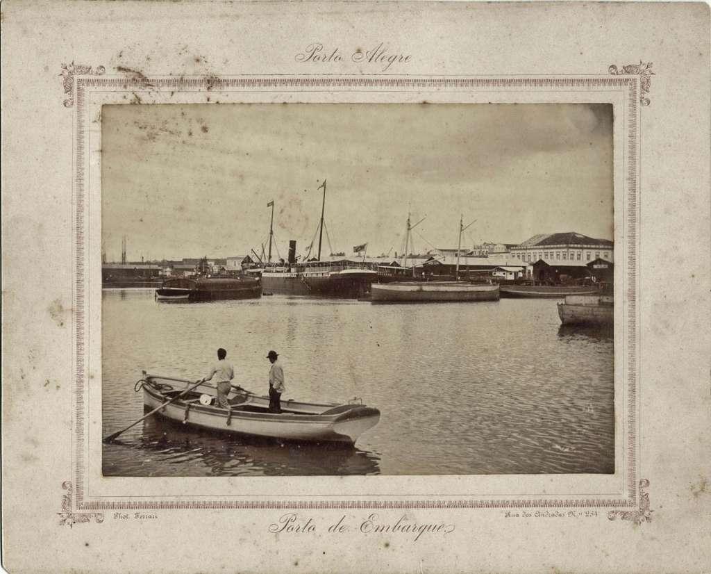 Porto Alegre - Porto de Embarque em 1897. Fonte: Foto Ferrari - Fototeca Sioma Breitman.