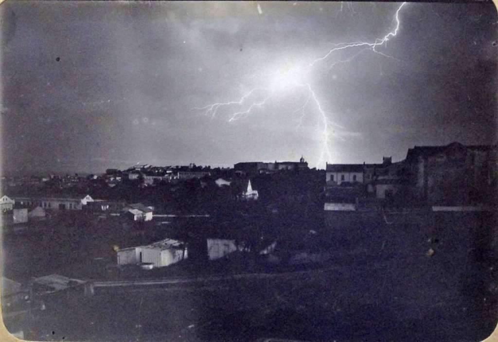 Porto Alegre - Tempestade sobre a cidade no início do século XX.