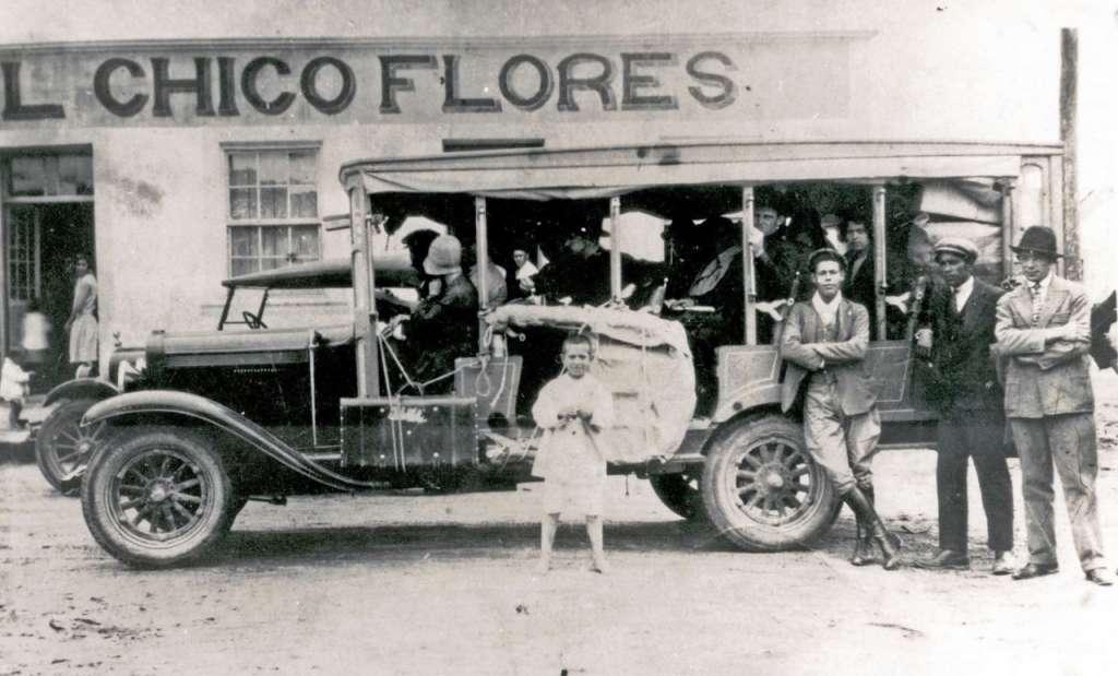 Primeiros coletivos na década de 1920.