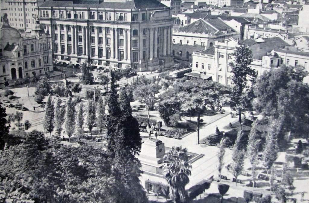 Porto Alegre -Praça Senador Florêncio(Alfândega) na década de 1930.
