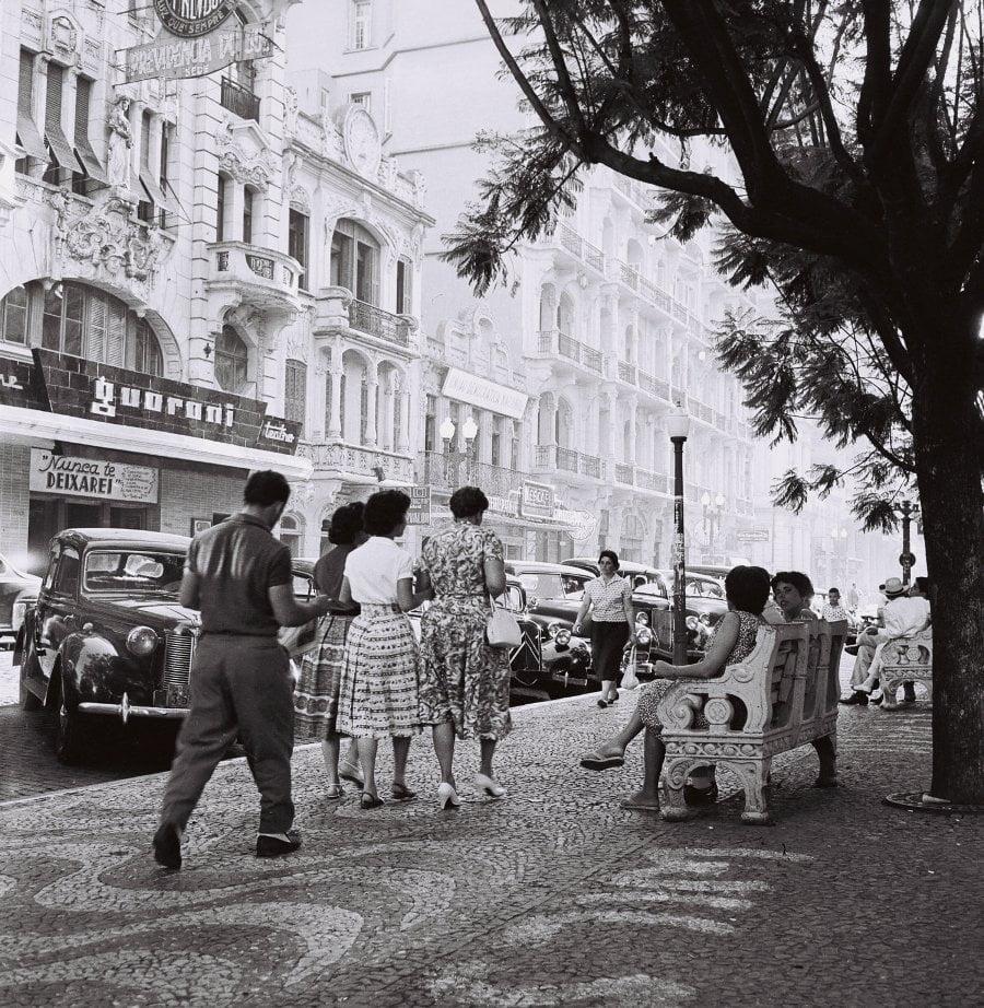 Porto Alegre - Rua da Praia(atual Andradas) em 1959.  Fonte: foto Pedro Flores.