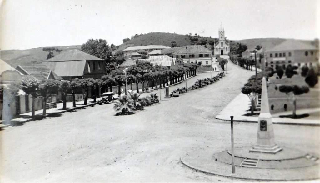 Sobradinho - Igreja na década de 1930.