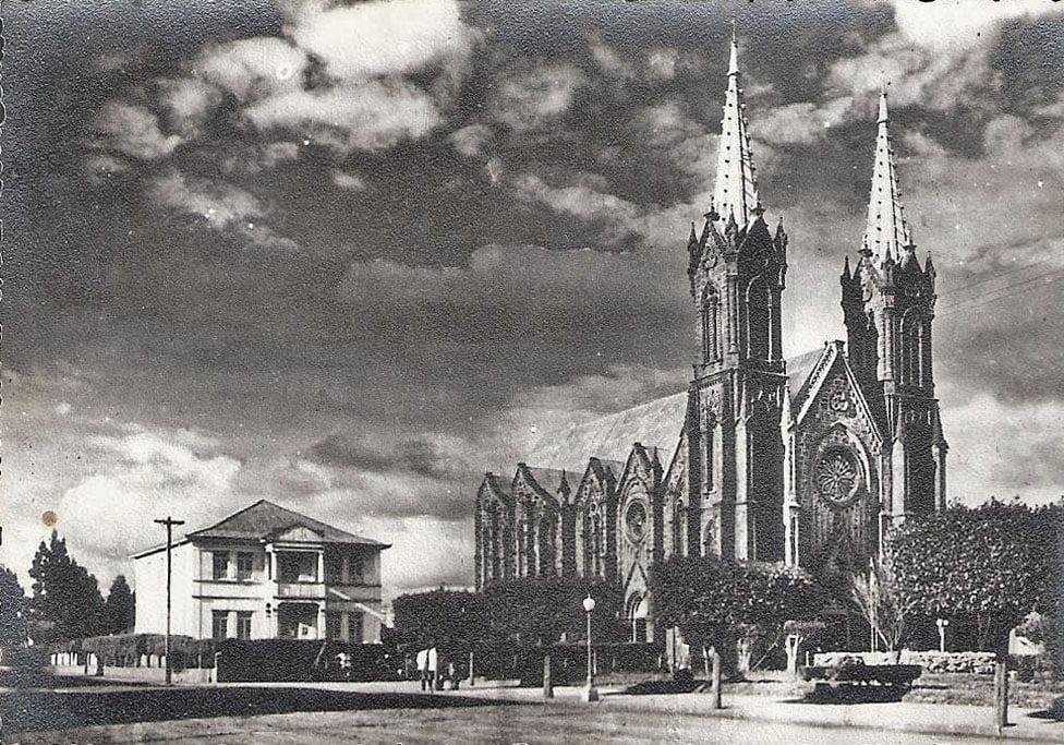 Vacaria - Praça Central e Igreja Matriz na década de 1950.